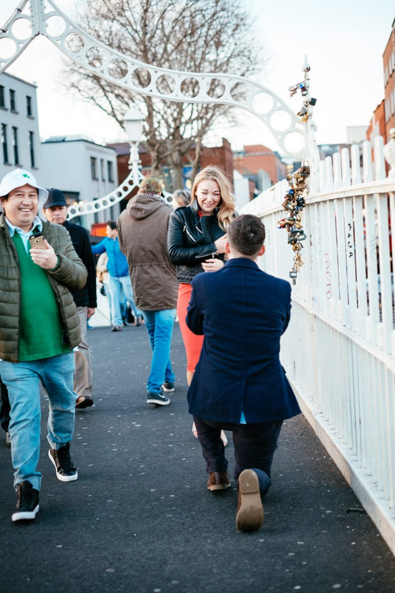 guy proposing to his girlfriend on the ha'penny bridge dublin