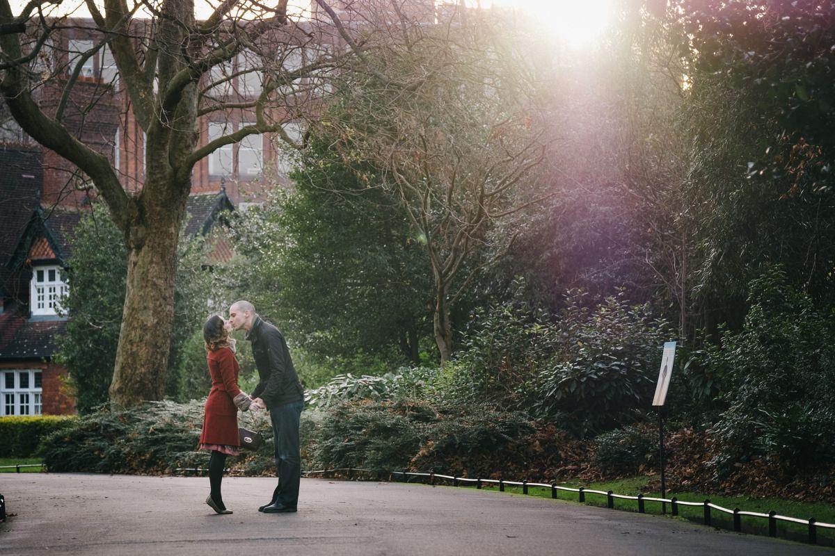 couple engagement shoot in dublin city temple bar 0004