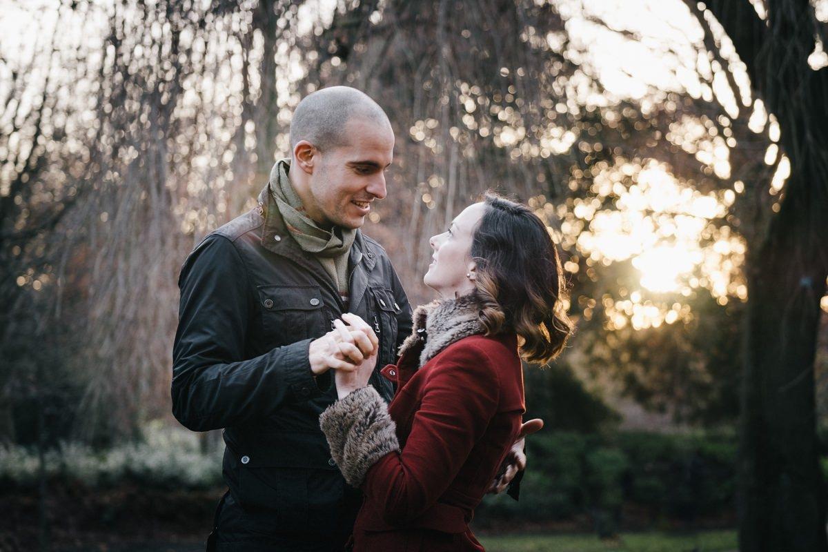couple engagement shoot in dublin city temple bar 0013