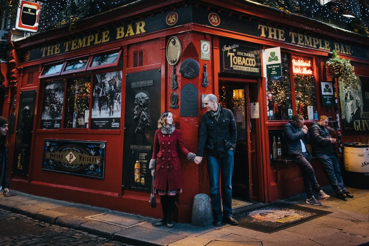 couple engagement shoot in dublin city temple bar 0016