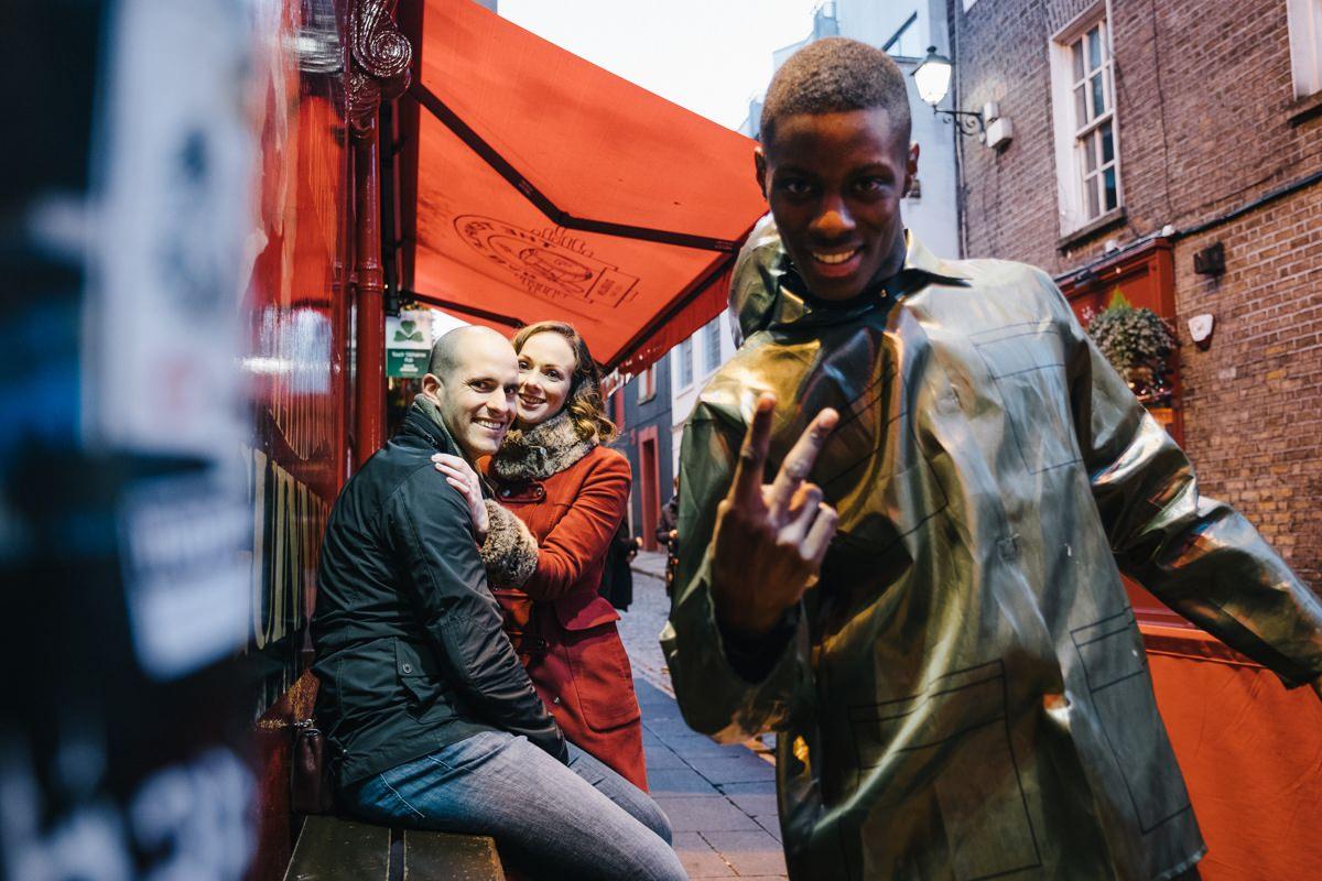 couple engagement shoot in dublin city temple bar 0017