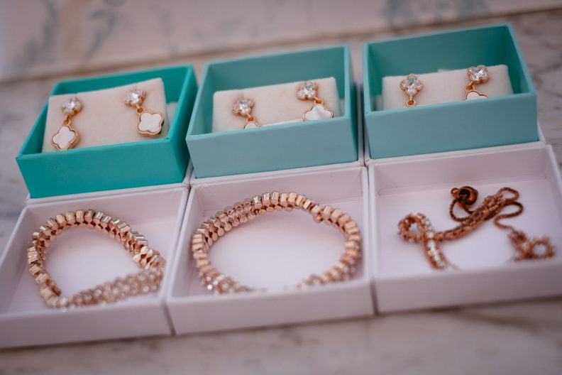 brides jewellery at her tinakilly country house wedding