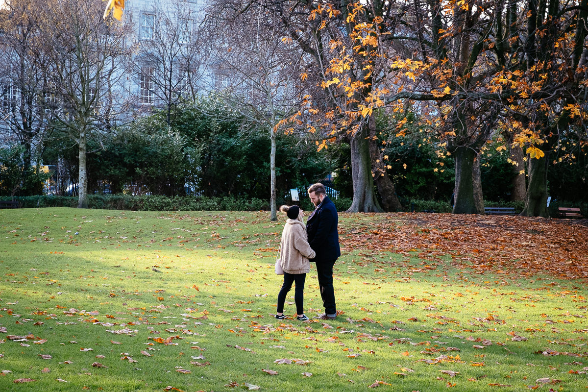 a couple kissing in st stephens green dublin