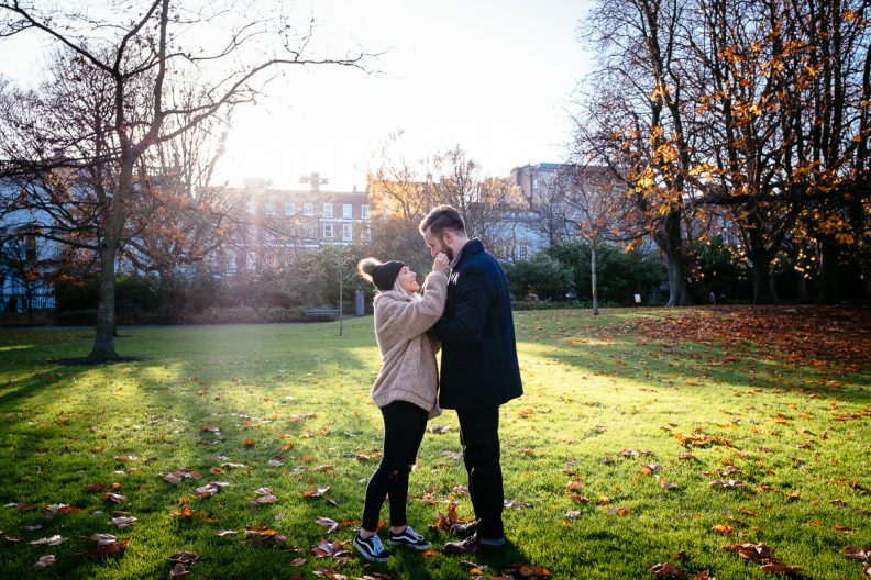 guy proposing to his girlfriend in st stephens green dublin