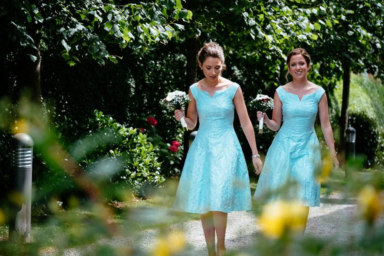 bridesmaids arriving at honan chapel ucc wedding