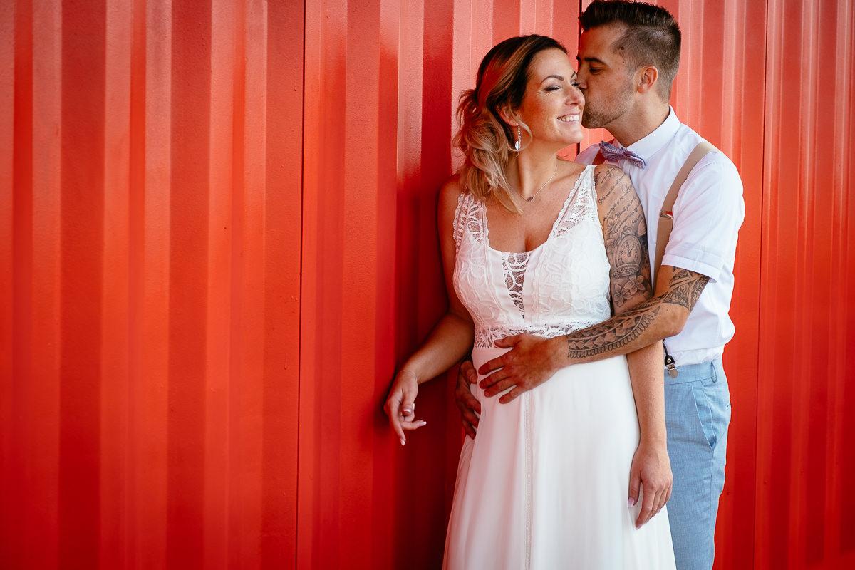 bride and groom kissing at the maassilo rotterdam