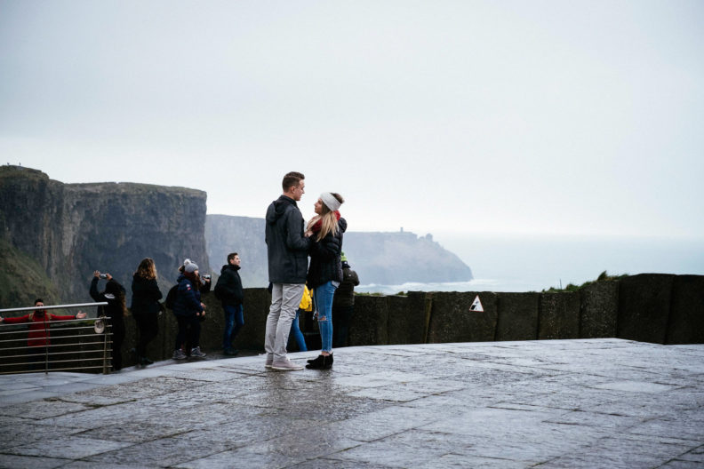 guy about to propose at the cliffs of moher
