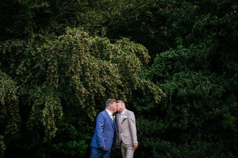 2 gay grooms kissing