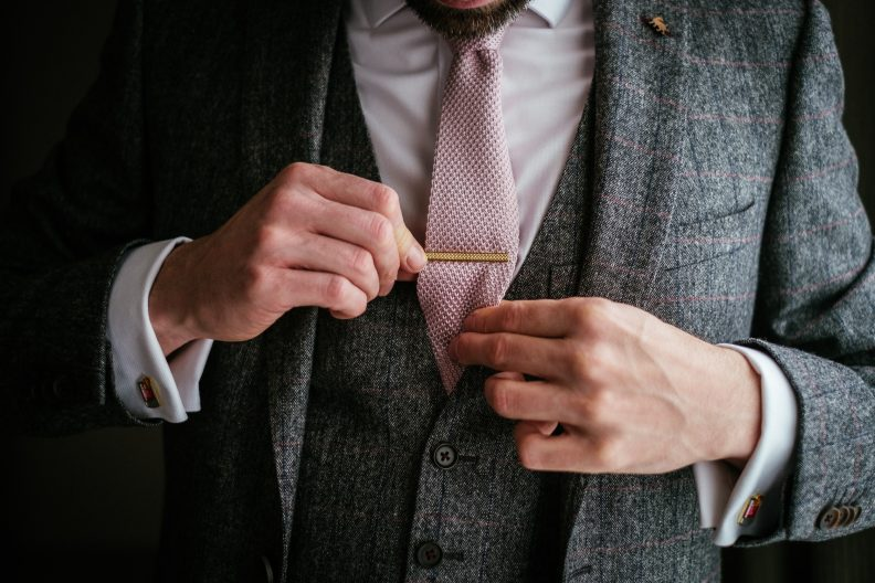 groom adjusting hi stie-clip