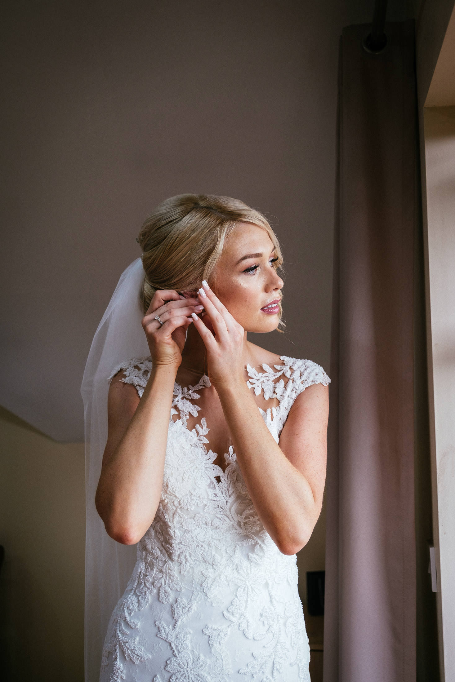 bride putting on her earing
