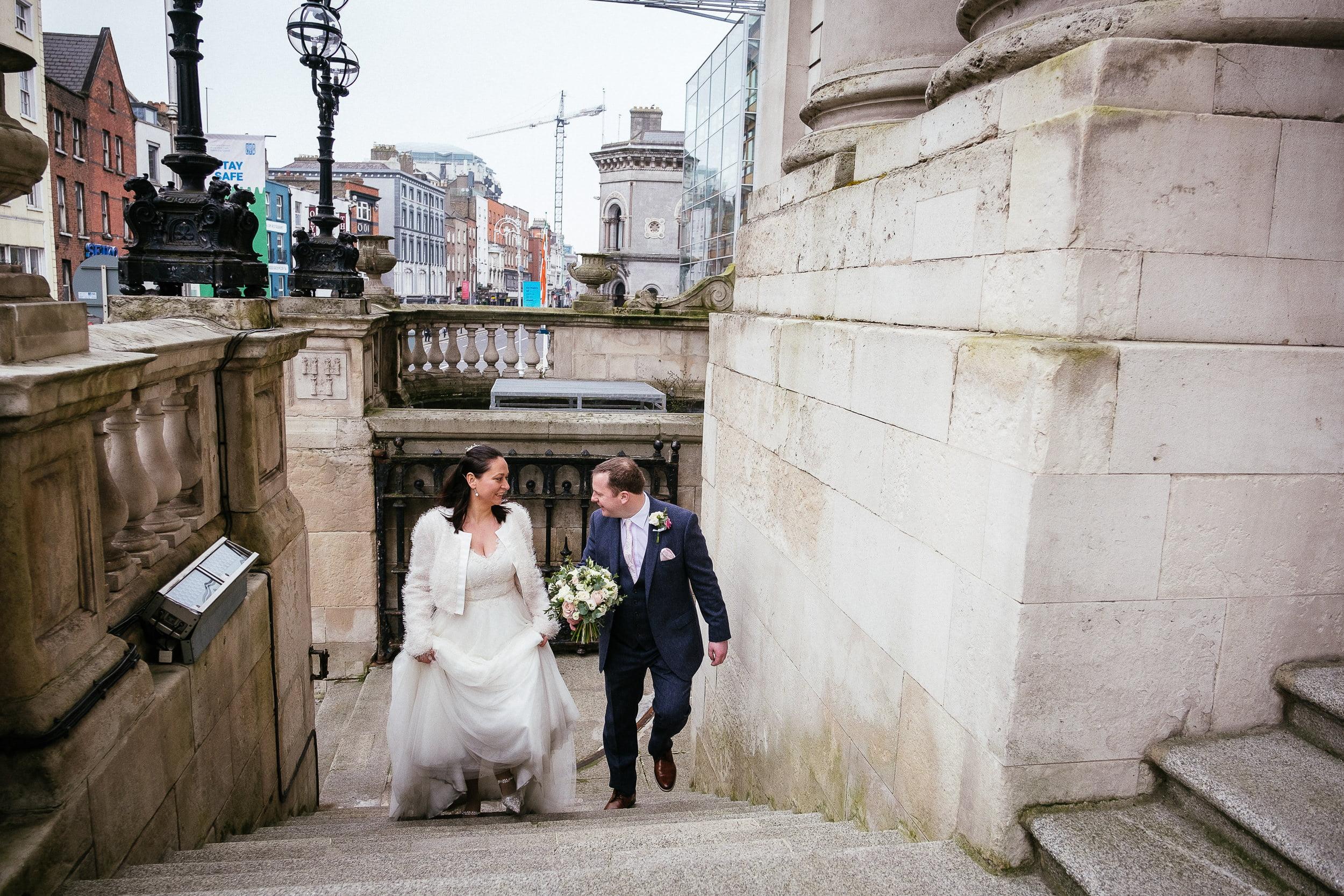bride and groom arriving for their City Hall Dublin wedding