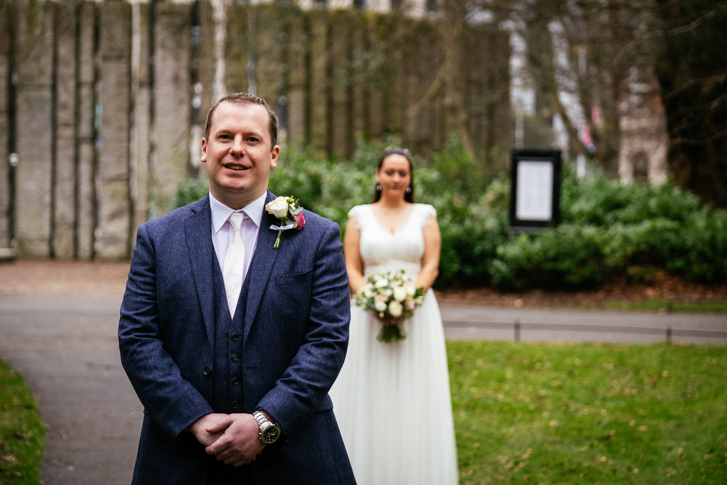 wedding first look in st stephens green