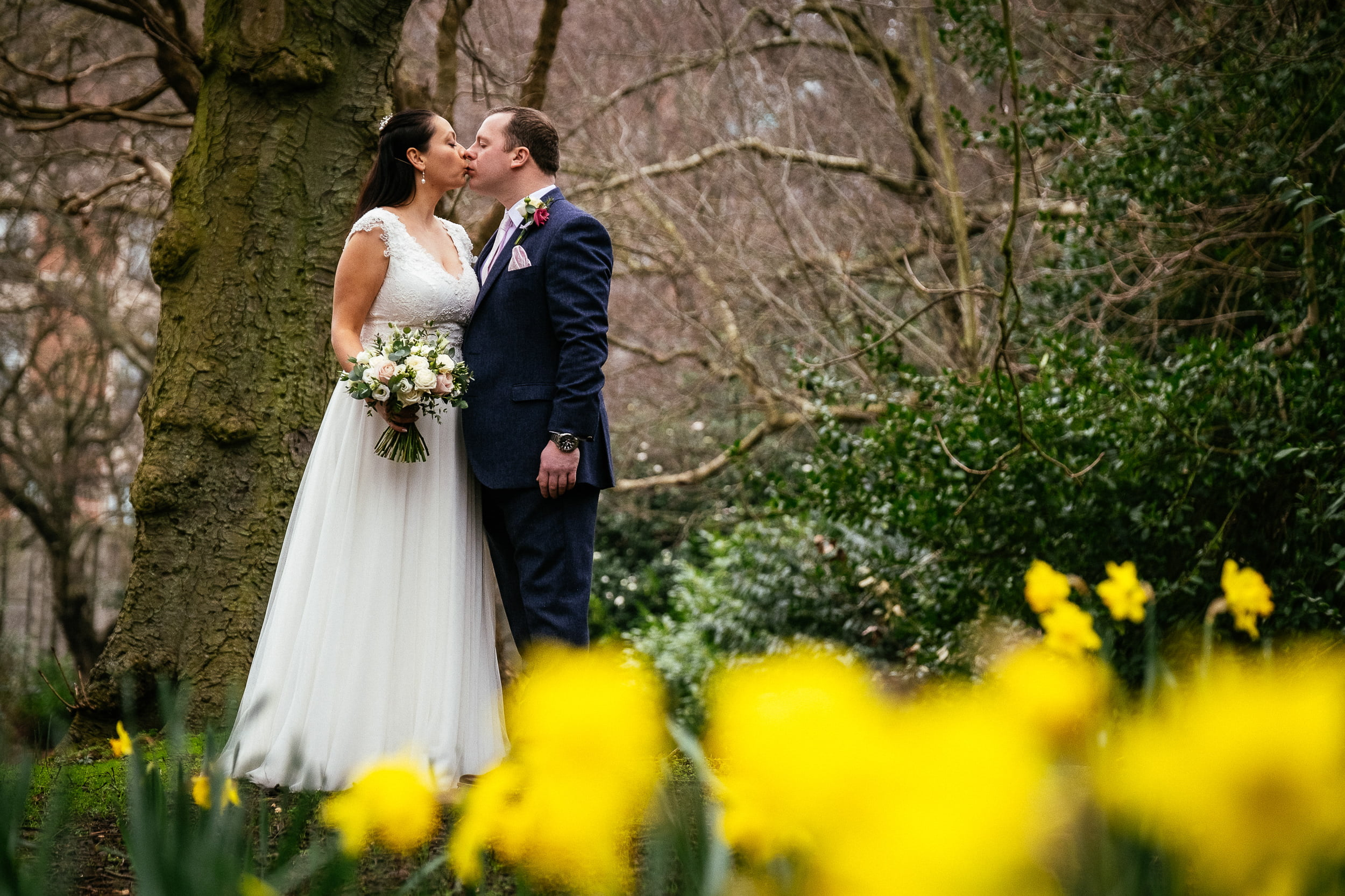 bride and groom kissing in St Stephens Green before their City Hall Dublin wedding